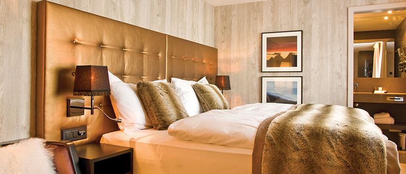 Hotel Grischa, Davos, Graubünden, Switzerland - double bedroom.jpg